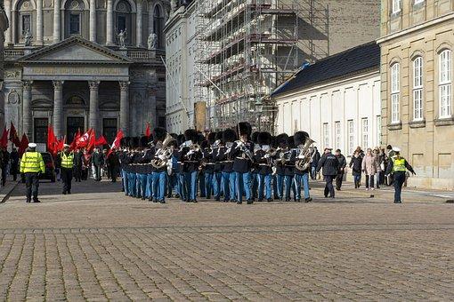 Copenhagen, Amalienborg, Vagtparade, Castle, Denmark