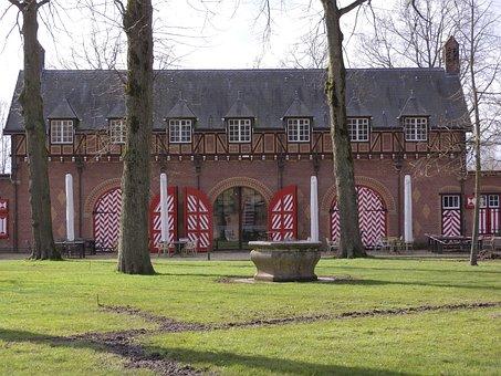 Koetshuis De Haar, Historic Garage, Kočárovna