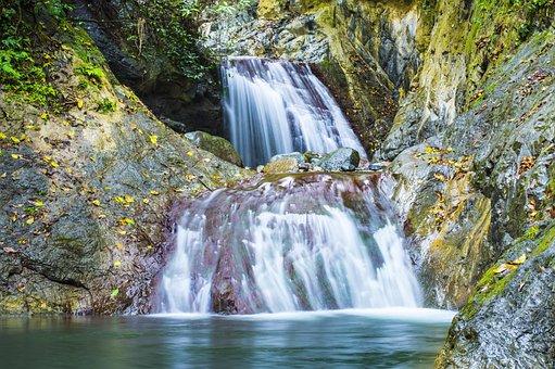 Cascade Abrastain La Rioja, Waterfall With River Stones
