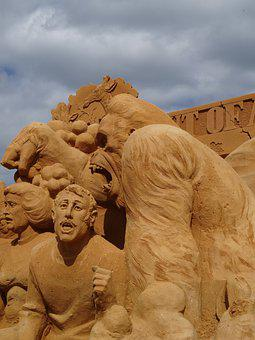 Gorilla, Sand Sculpt, Man, Fear, Scared