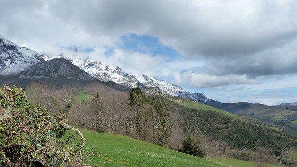 Valley Of Liébana, Mogrovejo, Picos De Europa, Mountain
