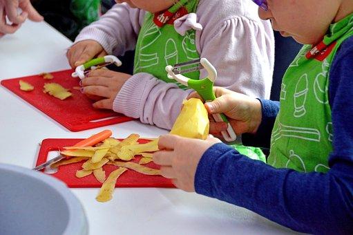 Kochkurs, Kinder, Kids, Kartoffel, Schälen, Lernen