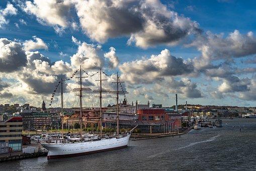 Barken Viking, Small Boom, Gota River, Sweden, Cloud