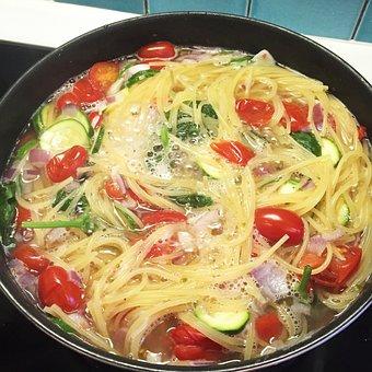 One Pot Pasta, Pasta, Tomatoes, Zucchini, Cooking