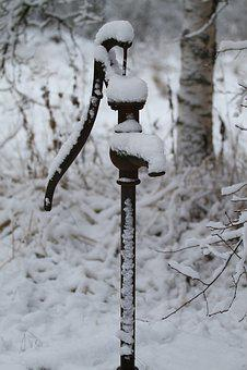 Well, Crank, Winter, Boondocks, Snow, Cottage