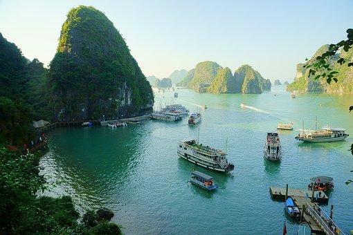Vietnam, Halong Bay, Shipping