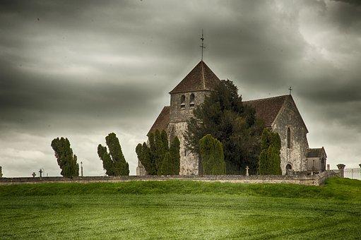 Church Saint-martin, Seine And Marne, Clouds