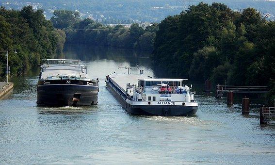 Main Danube Canal, Cargo Ships, Against Traffic