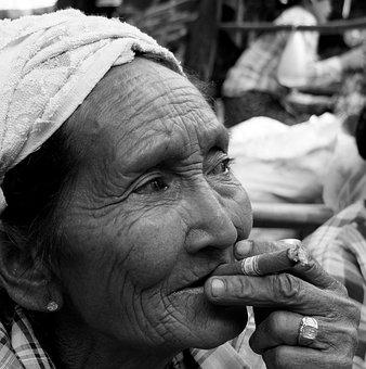 Myanmar, Smoking, Pure Birmanano, Face, Portrait, Look