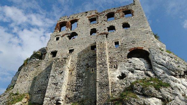 Ogrodzieniec, Poland, Castle