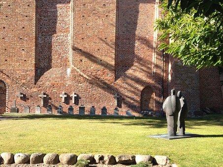 Ribnitz Ut, Monastery, Park, Sculpture, Courtyard