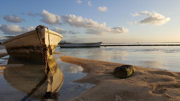 Fishing Boats, Beach, Abandoned, Still Water, Sea