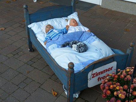 Doll, Bed, Play, Toys, Children, Nostalgic, Advertising