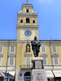 Italy, Parma, Communal Hotel, Garibaldi, Statue