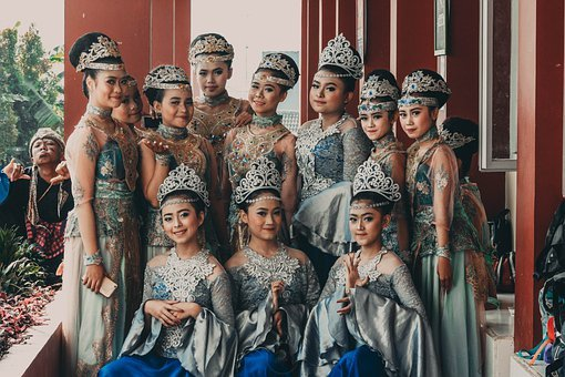 Group, Women, Crowns, Gowns, Traditional, Dance