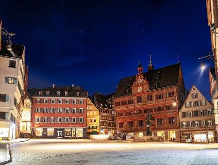 Tübingen, Rathaus, Marktplatz, Starlinksatelliten
