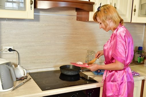 Housewife, Cooking, Stove, Frying, Frying Pan, Kitchen