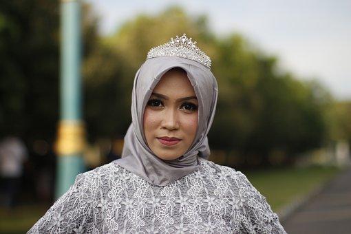 Hijab Fashion, Crown, Model, Culture, Fashion, Wardrobe
