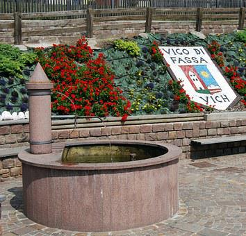 Fontana, Flowers, Flower Bed, Piazza, Vigo Di Fassa