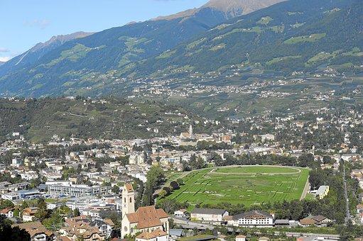 Meran, South Tyrol, Hippodrome, Ride
