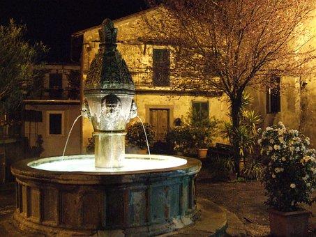 Sutri, Fontana, Night