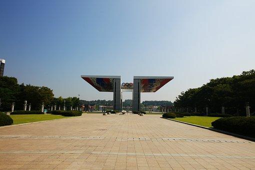 Sochi, Republic Of Korea, Sculpture, Construction