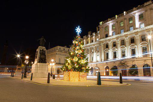 St James Square, London, Christmas Tree