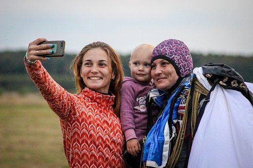 Girls, Skydiver, Selfie, Smile, Pose, Smartphone