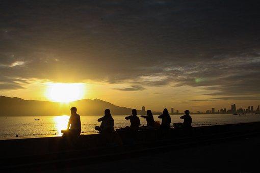 Falun Gong, Dawn, Meditation, Da Nang City, Mountain