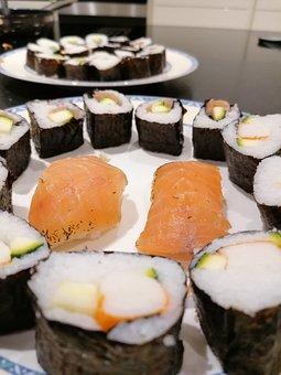 Sushi, Salmon, Seaweed, Seafood, Meal, Essen, Küche