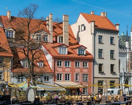 Livska Square, Buildings, Architecture