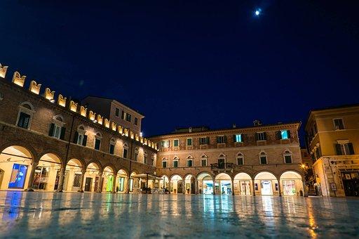 Ascoli Piceno, Marketplace, Mirroring, Night Photograph