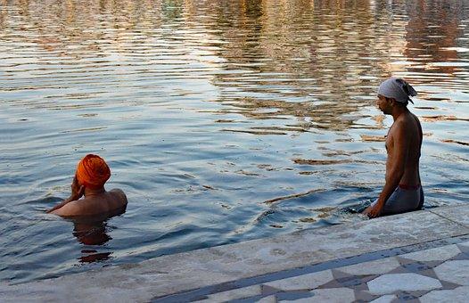 Pilgrims In India, Pilgrims In Golden Temple Pond