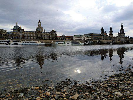 Europe, Germany, Saxony, Dresden, Elbe, Old Town, River