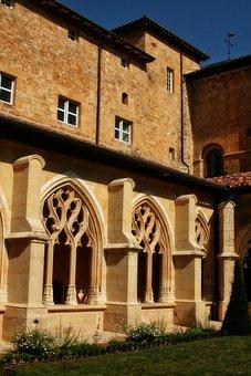 France, Dordogne, Cadouin, Abbey, Cloister, Sculpture