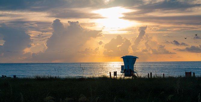 Lifeguard Tower, Coastline, Ocean, Clouds, Sky, Horizon