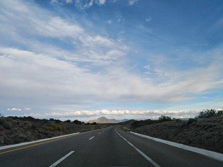 Carretera, Nubes, Cielo Azul, Montañas, Desierto