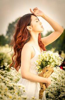 Girl, Flower, Daisy Robins