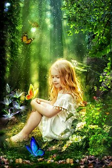Gadis Kecil, Anak Perempuan, Duduk, Menatap, Kupu Kupu