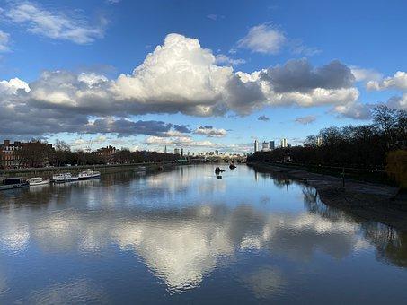 Thames, Low Tide, Reflection, London, Albert Bridge