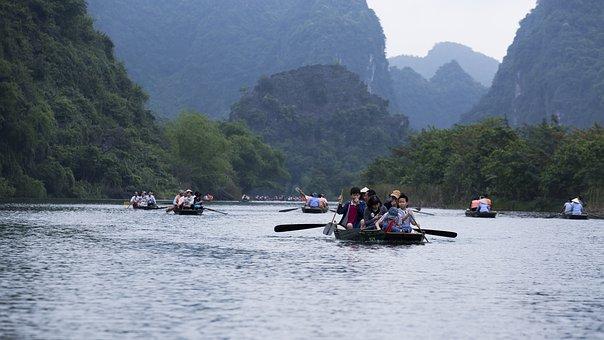 Floating Lagoon, Limestone Mountain, Boat Crew