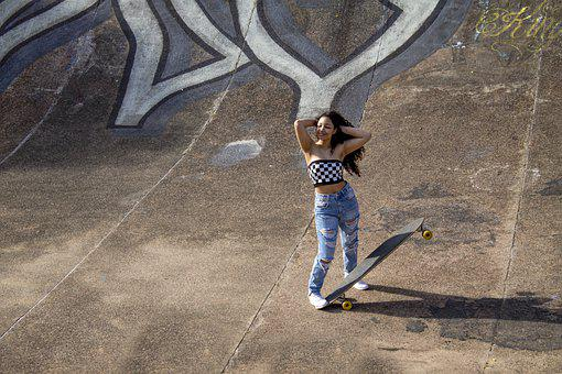 Pregnant, 15 Years, Teenager, Skateboard, Street