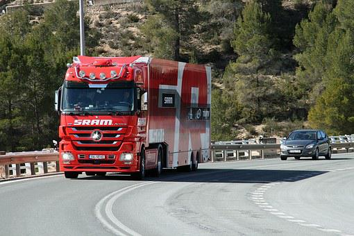 Camion, Dual Carriageway, Roar, Highway, Red Car