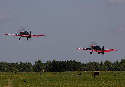 Blades Stunt Team, 2excel Aviation, Extra E-a 300