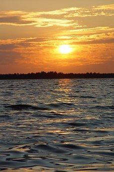 Lake Svìtâz′, Ukraine, Hvyli, Zahìd Sontsya Above Lake
