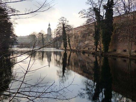 Berlin, Castle, Moat, Lake Dusia, View, Water