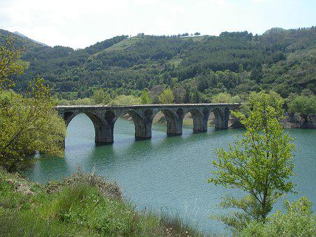 Luna Reservoir, Reservoir Spain, Mountain, Water