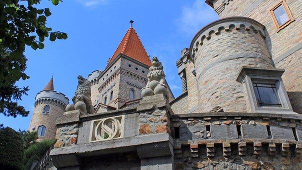 Bory Castle, Székesfehérvár, Architecture