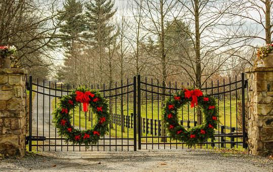 Christmas Wreath, Holiday Decorations, Evergreen Wreath