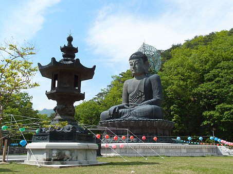 Gangwon Do, Sokcho, Mt Seoraksan, Sinheungsa, Buddha